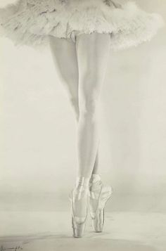 The Legs of Danilova - 1950 - New York - Photo by Erwin Blumenfeld - @~ Mlle