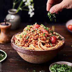 Kasviksista ja kalasta koukuttavan herkullista arkiruokaa. Kokkaa resepteillämme – luonto ympärilläsi kiittää. #Eat4Change Vegan Recipes, Vegan Food, Tex Mex, Spaghetti, Goodies, Food And Drink, Keto, Pasta, Bolognese
