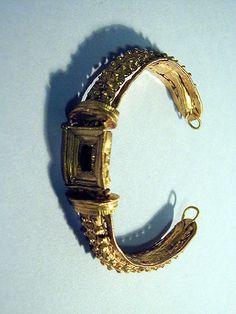 Bracelet with garnet Period: Late Classical Date: 4th century B.C. Culture: Greek Medium: Gold, garnet Metropolitan Museum
