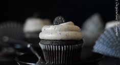 Cupcakes aux Oreo   Le Blog cuisine de Samar Oreo, Un Cake, Cupcakes, Samar, 20 Min, Desserts, Crochet, Cupcake Icing Recipe, Cooking Recipes