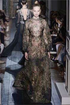 VALENTINO: Haute Couture Fall Winter 2012-13 - Paris
