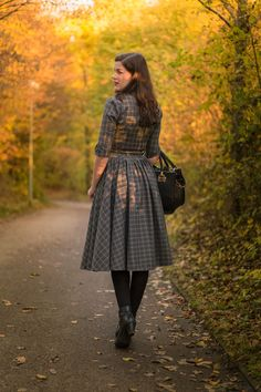 Fashion blogger RetroCat with a tartan swing dress for winter designed by vintage girl Idda van Munster.