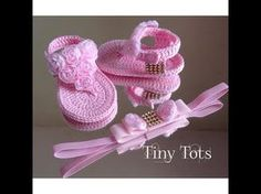 How to crochet my easy petite converse style slippers is my first of a set of my easy crochet converse style slippers. Crochet Baby Boots, Crochet Baby Sandals, Crochet Bebe, Booties Crochet, Crochet Baby Clothes, Crochet Shoes, Baby Boy Shoes, Baby Booties, Crochet Converse