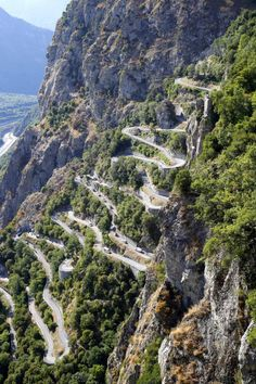 The Lacets de Montvernier provided a stirring finale to stage 18 of the Tour de France 2015 (Bettini Photo) Beautiful Roads, Beautiful Places To Travel, Rando Velo, Alpe D Huez, Dangerous Roads, Road Cycling, Places To See, Scenery, Around The Worlds