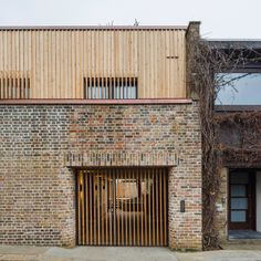 Over 800 buildings are opening their doors to the public for Open House London. We've picked out 10 homes that are welcoming visitors for the first time. Brick Building, Building A House, Architecture Résidentielle, Wood Facade, Mews House, Brick And Wood, Timber Structure, Timber Cladding, House Extensions