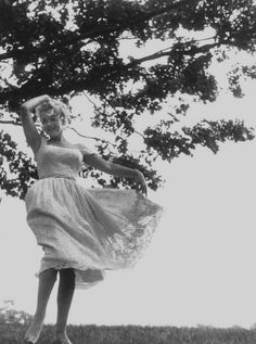 Marilyn Monroe at Roxbury, 1957. Photo by Sam Shaw.