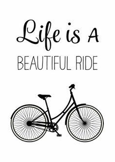 Hippe zwart wit verjaardagskaart met een omafiets en de tekst Life is a Beautiful Ride. Voor moderne levensgenieters. Hip, modern en een beetje retro.