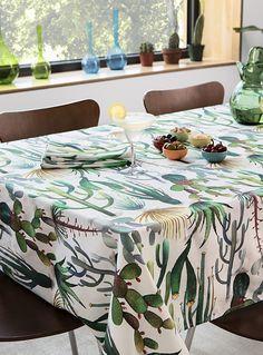 Une nappe importée d'Espagne qui nous fait voyager dans le sud-ouest américain ! Insufflez un air Bohome à votre table avec le motif de cactus ultra tendance en déco, ici dans une qualité d'impression magnifique sur un tissage pur coton blanc éclatant.    Tissage pur coton de qualité supérieure   Conserve sa belle apparence malgré les lavages   Serviette de table coordonnée également disponible