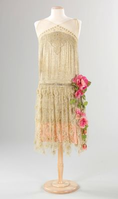Evening dress. French, ca. 1925 (via The Metropolitan Museum of Art)