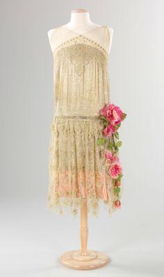 Evening dress. French, ca. 1925 (via The Metropolitan Museum of Art)