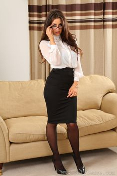 my favorite office and beauty clothes: Foto Sexy Outfits, Skirt Outfits, Dress Skirt, Pantyhose Outfits, Secretary Outfits, Sexy Stockings, Business Outfits, Office Fashion, Sexy Hot Girls