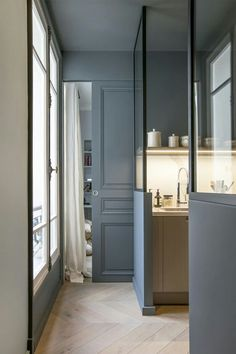 〚 Apartment in Paris: modern interiors, interesting details and French style sqm) 〛 ◾ Photos ◾Ideas◾ Design – Home living color wall treatment kitchen design Interior Design Kitchen, Modern Interior Design, Interior Decorating, Decorating Ideas, Contemporary Interior, Gray Interior, Decorating Websites, Kitchen Designs, Bathroom Interior