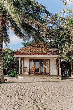 Beach House Style, Beach Cottage Style, Coastal Cottage, Beach House Decor, Beach House Hawaii, Houses In Hawaii, House Near Beach, Tiny Beach House, Hawaii Life