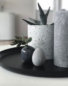 A little guide of ways to decorate your home with a Scandinavian touch this Easter, focusing on creating a minimal and natural vibe!