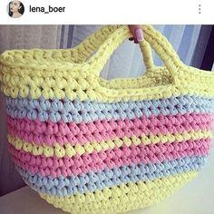 Bolsa linda!! . #crochet #croche #handmade #cesto #fiodemalha #feitocomamor #feitoamao #trapilho #totora #knit #knitting #crochetbag #bolsadecroche #bolsadepraia #praia #bolsaartesanal #bag  Por @lena_boer
