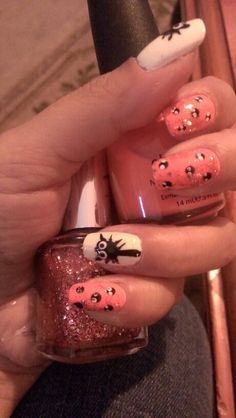 holloween spider nail art