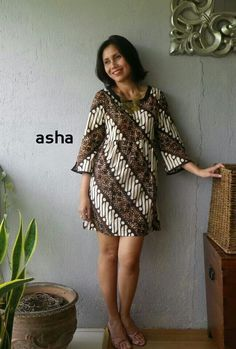 Batik - brown Batik Fashion, Ethnic Fashion, African Fashion, Blouse Batik, Batik Dress, Loose Dresses, Simple Dresses, Batik Parang, Batik Kebaya
