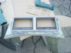 Two 7 inch monitors on the trunk lid. Car Audio Systems, Trunks, Frame, Decor, Drift Wood, Picture Frame, Stems, Decoration, Tree Trunks