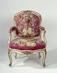 Armchair in tapestry with flower bouquets by Gourdin, c.1750. Rijksmuseum, Public Domain