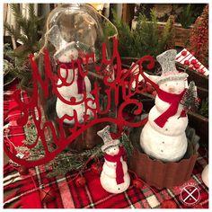 Christmas Wreaths, Christmas Ornaments, Vignettes, Rust, Display, Holiday Decor, Shop, Home Decor, Floor Space
