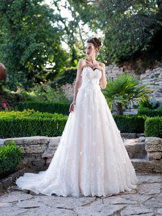 Rozprávkové svadobné šaty s motýlikmi