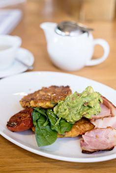 The Ultimate Sydney Brunch & Coffee Guide Brunch Sydney, Bill Granger, Coffee Guide, Corn Fritters, Coffee Benefits, Avocado Toast, Australia, Breakfast, Tips