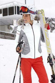 Wenn der Berg ruft, antworte mit ganz viel Style! Die Skijacke bringt dank des taillierten Schnitts und der abnehmbaren Kapuze aus Fellimitat deine feminine Seite zur Geltung – und überzeugt natürlich mit wärmenden und windschützenden Eigenschaften.