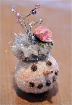Incredible DIY video on how to make glass jar snowmen...and where to order supplies. This is my project for 2012