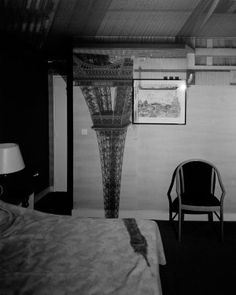 Cuban-born artist Abelardo Morell takes photos of impressionistic, inverted cityscapes and landscapes projected onto walls via an unusual camera obscura. He converts full-size rooms into a giant camera obscura through a tiny pinhole and unites the… A Level Photography, Experimental Photography, History Of Photography, Photography Workshops, Artistic Photography, Art Photography, Contemporary Photography, Camera Obscura, Tour Eiffel