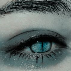 ImageFind images and videos about beauty, aesthetic and magic on We Heart It - the app to get lost in what you love. aesthetic makeup mermaid look on We Heart It Aesthetic Eyes, Aesthetic Makeup, Aesthetic Girl, Aesthetic Drawing, Pretty Eyes, Beautiful Eyes, Photo Oeil, Blue Eye Makeup, Character Aesthetic