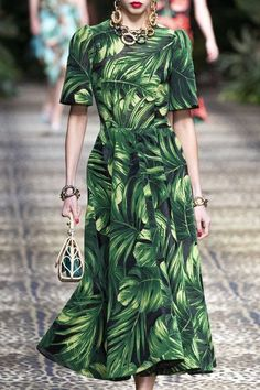 Dolce & Gabbana at Milan Fashion Week Spring 2020 - Details Runway Photos Source by bartenivanova dress runway Source by KamilleFashion Bags 2020 Fashion Milan, 2020 Fashion Trends, Spring Fashion Trends, Fashion Week, Fashion 2020, Runway Fashion, Fashion Show, Fashion Outfits, Fashion Fashion