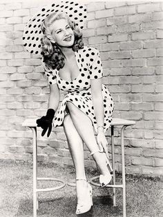 Chili Williams.  Polka dots.  Big floppy hat. Black and White Vintage Photos of 1940's Fashion