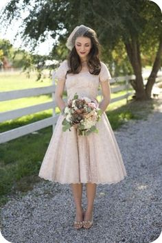 Vintage, fall themed bride #wedding #bride #dress #fall #autumn