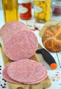 """Mielonka (zwana też """"luncheon meat"""") z szynkowara - MniamMniam. Homemade Sausage Recipes, Meat Recipes, Real Food Recipes, Luncheon Meat Recipe, How To Make Sausage, Sausage Making, Retro Recipes, Polish Recipes, Smoking Meat"""