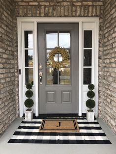 farmhouse front door entrance design ideas tips on selecting your front doors 30 60 Farmhouse Fr Front Door Porch, Front Door Entrance, Front Door Decor, Front Entry, Country Front Door, Entry Doors, Porch Doors, Front Door Makeover, Porch Entry