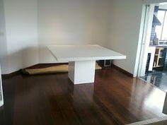 Móveis Resinados: Mesa com acabamento em resina Branca