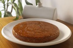 Torta di amaretti e pangrattato con fondente e glassa all'arancia