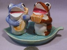 Vintage Made in Occupied Japan Musical Frogs on Leaf Tray s P Shakers