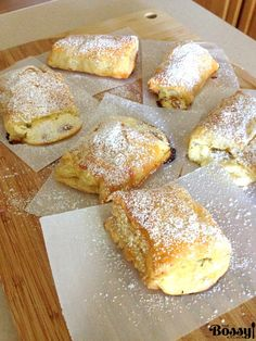 Romanian Farmer Cheese Sweet Pastries This is a recipe that will stay with you for ever as soon as you try it. These farmer cheese sweet pastries are to die for. The place I come from, the pastry shops are on every corner of the… Just Desserts, Delicious Desserts, Yummy Food, Healthy Food, Baking Recipes, Cake Recipes, Dessert Recipes, Pastries Recipes, Brunch