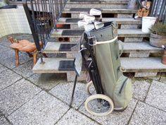 Ich biete einen Antiken Golfwagen mit verschiedenen Eisen mit Speichen rädern und Sack. etwas Zurecht gemacht als Deco für Schaufenster Sportgeschäfte oder Golfclubs ein Hingucker. Zustand gebraucht. An Selbstabholer zu verkaufen