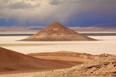 Near the south border of Salar de Arizaro, the sixth largest salt flat on earth and the second largest in Argentina, 70 km from the village of Tolar Grande, lies a strange volcanic pyramid. An almost perfect cone, it rises unexpectedly in the middle of the salt pan.