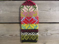 Ravelry: Guatemala by Solveig Larsson. #mittenS:-)