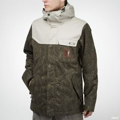 Stale Sandbechs signatur-jacket from Oakley with wind- and waterproof shell.