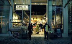 Bon anniversaire ! L'épicerie « Causses » vient de fêter le 4 mai dernier un an d'existence aux Halles dans la toute nouvelle Canopée. Un vrai pari parisien quand on sait combien le Ventre de Zola a perdu de ses atours gastronomiques depuis presque cinquante ans…