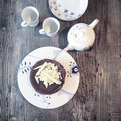 Let's celebrate friday with a chocolate cake like this @annsofieriis #BlueFlutedMega #BlueElements #RoyalCopenhagen