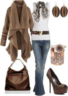 Can I just have every big baggy, yet adorable sweater? Fall time is coming!