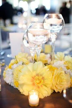 Flores Amarelas, velas e taças