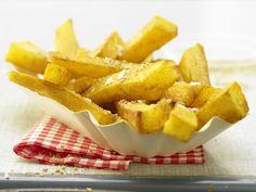 Pommes aus dem Ofen - mit Sesam und Meersalz - smarter - Kalorien: 244 Kcal - Zeit: 20 Min. | eatsmarter.de #eatsmarter #rezept #rezepte #vegan #vegetarisch #fleischlos #kartoffeln #pommes #sesam #meersalz #fastfood