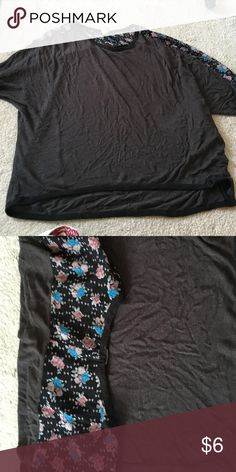 Hi low top with sheer shoulder detail Worn a few times but good condition Tops Tees - Short Sleeve