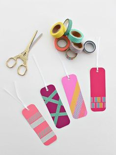 Washi tape bookmarks - make and decorate your own bookmarks - gifts for readers by eleanor Diy Washi Tape Decor, Diy Washi Tape Projects, Washi Tape Uses, Washi Tape Cards, Tape Crafts, Diy Washi Tape Bookmarks, Washi Tapes, Duct Tape, Diy Crafts